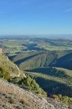 春天观点的简单地西班牙人与峡谷的,霍亚de韦斯卡省一条河 图库摄影