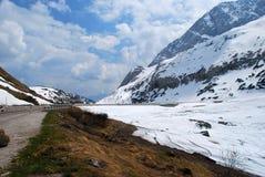 春天解冻和雪在意大利白云岩 免版税库存照片