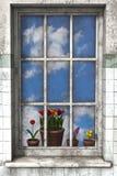 春天通过窗口 图库摄影