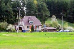 春天风景在Anyksciai镇在立陶宛 免版税库存图片