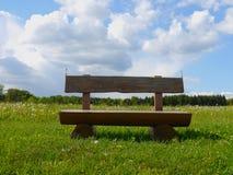 春天风景德国山领域森林 库存图片