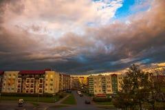 春天,多雨云彩 库存图片