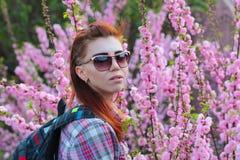 春天,女孩,开花的树 免版税库存图片
