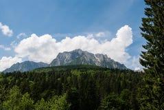 春天 山风景场面 Busteni,罗马尼亚喀尔巴汗 图库摄影