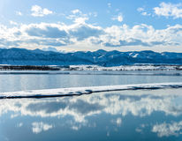 春天Mountain湖 库存图片