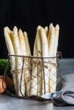 春季,荷兰语,德国白色芦笋新的收获  库存照片