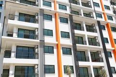 春武里市,泰国- 2014年11月06日 新的现代公寓b 库存图片