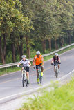 春武里市,泰国- 2014年10月:锻炼乘在r的自行车 库存照片