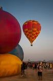春武里市,泰国- 2009年12月12日:气球飞行在Thaila 免版税图库摄影