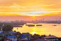 昭拍耶河和早晨光反射在河 免版税库存图片
