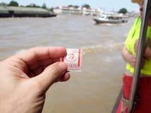 昭拍耶河小船船物品&人运输,曼谷,泰国 库存照片