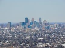 是一个主要城市在明尼苏达在美国米尼亚波尼斯的鸟瞰图,那形成`与邻居的双城` 免版税图库摄影