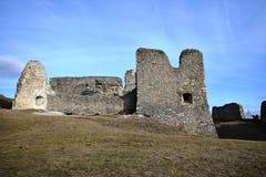 是一座相对地大城堡基于废墟大概根据在第13 centu后半城堡的废墟 库存图片