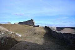 是一座相对地大城堡基于废墟大概根据在第13 centu后半城堡的废墟 免版税库存照片