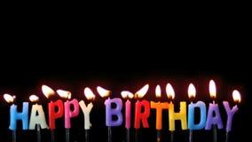 是五颜六色的生日快乐的蜡烛盛开的在黑背景 影视素材