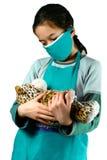 是假装对年轻人的女孩护士 免版税库存照片