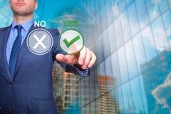 是商人新闻按钮的手 政策制定的概念 免版税库存照片