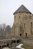 是在Cesis位于的13世纪Livonian城堡,拉脱维亚Cesis的废墟防御(或Wenden城堡) 免版税库存照片