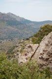 是大厦以后的山山风景 免版税图库摄影