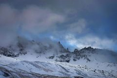 是完全地愉快的听到i,如果图象山感谢使用冬天会您的地方 圣诞节风景在一个晴朗的早晨 库存照片