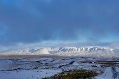 是完全地愉快的听到i,如果图象山感谢使用冬天会您的地方 圣诞节风景在一个晴朗的早晨 免版税库存照片