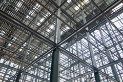 是强和稳定的钢建筑结构 免版税库存照片