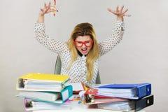 是恼怒的疯狂的独裁的女实业家愤怒的 免版税库存图片