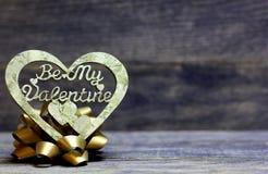 是我的华伦泰手工制造心脏和弓 免版税库存照片