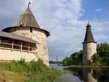 是普斯克夫克里姆林宫的平和高塔 普斯克夫 俄国 免版税库存照片