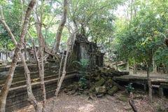 是残破的拜伦寺庙在吴哥城的内在墙壁 库存图片