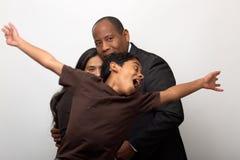 是混合的族种的夫妇儿子照相闪光弹的 图库摄影