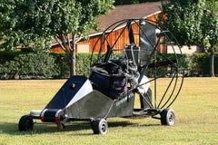 是滑翔伞准备好 库存图片