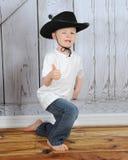 是牛仔嬉戏的甜年轻人 库存图片