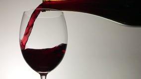 是玻璃倒的红葡萄酒 影视素材