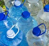 是瓶装塑料被回收的水于罐中 免版税图库摄影
