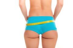 是的女孩测量她的腰部和愉快的 库存照片