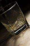 是的白兰地酒倾吐的玻璃 免版税库存图片