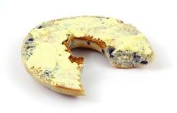 是的百吉卷涂黄油的被咬住的蓝莓有 免版税图库摄影