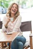 是的美丽构成的被更改的咖啡喝有图象围住妇女的我的照片投资组合 库存图片