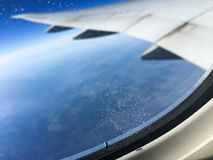是的飞机有图象被去除的视图视窗 免版税图库摄影