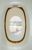 是的飞机有图象被去除的视图视窗 免版税库存图片