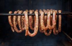 是的香肠和的烟肉熏制的圆筒形的吸烟者 图库摄影