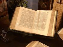 是第一个完全英文译文的Coverdale圣经 免版税库存照片
