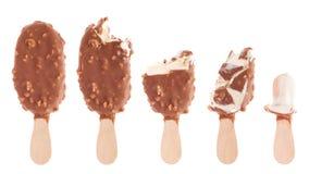 是被吃的巧克力奶油结冰 免版税库存照片