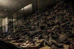 从是被杀死的集中营奥斯威辛比克瑙KZ波兰的人的鞋子 免版税库存照片