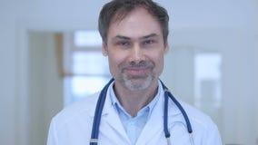 是,医生在接受提议的医院,同意 影视素材