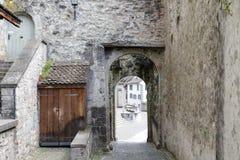 是从城堡的出口的门 库存图片