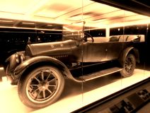 是100岁的古板的汽车 库存图片