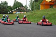 是Karts排队的准备赛跑 库存照片