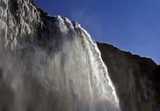 是Seljalandsfoss瀑布的令人敬畏的秀丽,冰岛 图库摄影